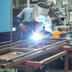 Arab AL welding school student